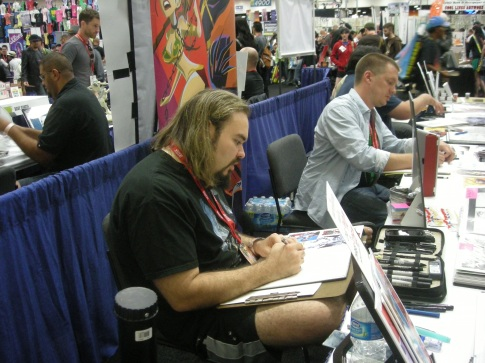 Freddie Williams II sketching at Comic-Con