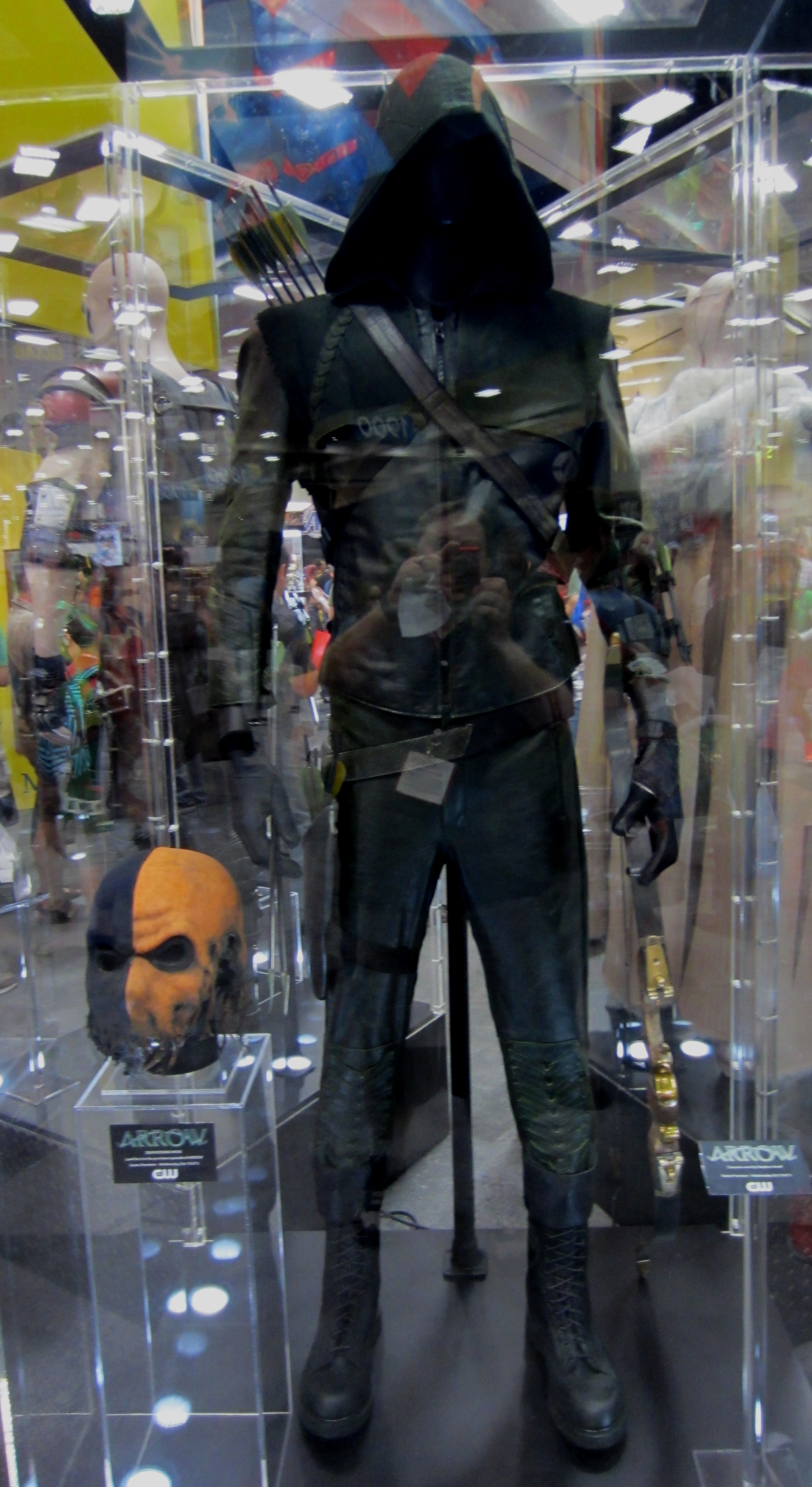 The Green Arrow ... & Arrow costume | borg.com