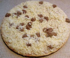 Casein coated frozen pizza