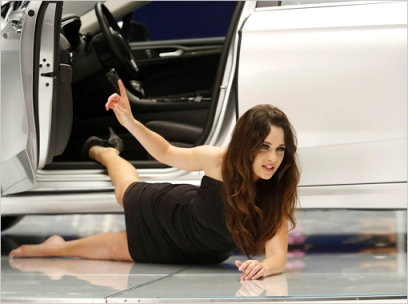 Jess models a car in New Girl episode Models