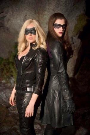 Black Canary Caity Lotz and Huntress Jessica De Gouw