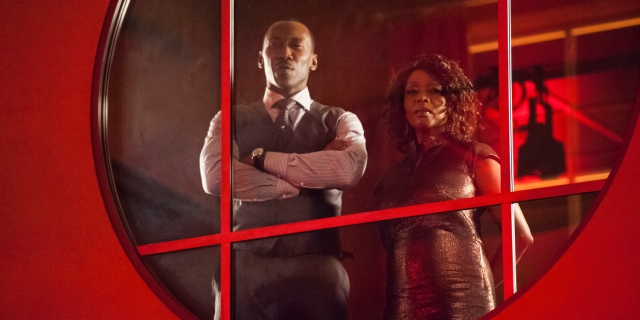 mahershala-ali-and-alfre-woodard-in-luke-cage-season-1-netflix