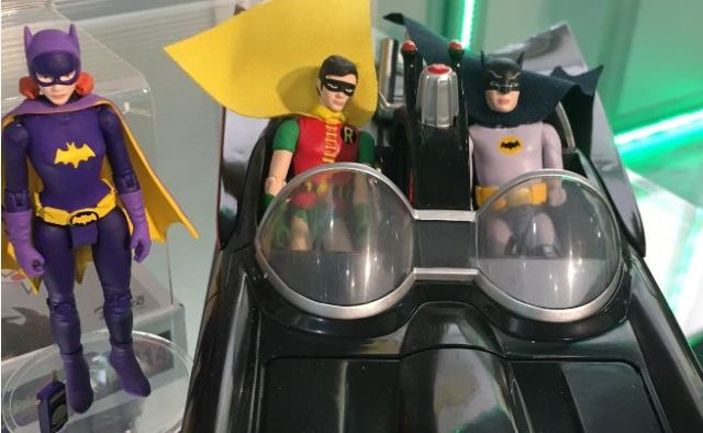 batgirl-and-batman-robin-batmobile