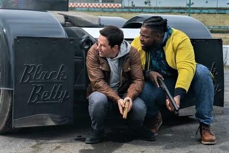 Review Mark Wahlberg And Winston Duke Star In Netflix S Spenser Confidential Borg
